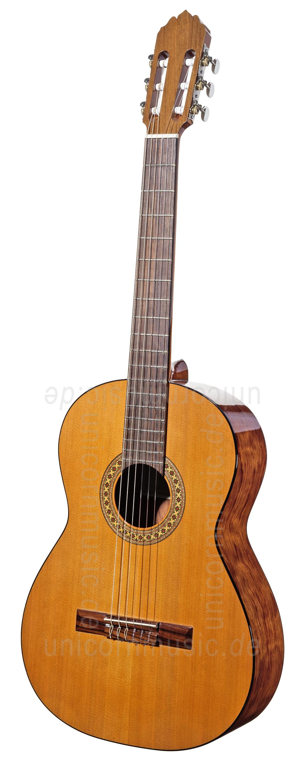 Spanish Classical Guitarist : spanish classical guitar ~ Vivirlamusica.com Haus und Dekorationen